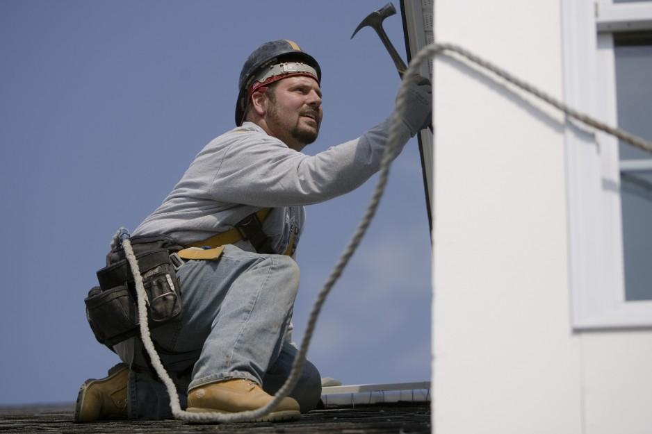 Ex-offender Ronald Birkmire  Jr. is seen at work in Philadelphia, Thursday, May 1, 2008. (AP Photo/Matt Rourke)